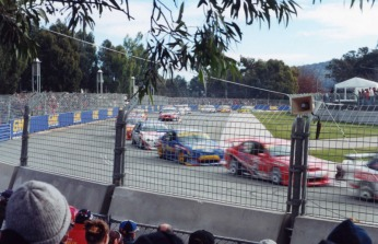 Canberra round of the touring cars - 2000